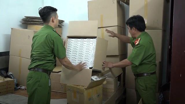 Đột kích cơ sở sản xuất thực phẩm chức năng giả ở Sài Gòn - Ảnh 4.