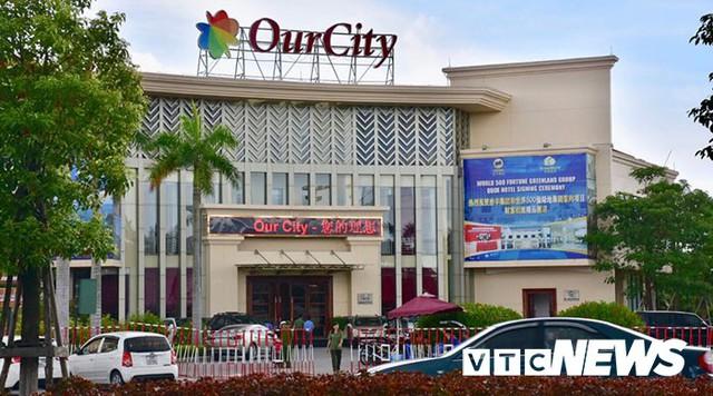 Ảnh: Cảnh sát phong tỏa nghiêm ngặt đại bản doanh đánh bạc công nghệ cao của người Trung Quốc tại Hải Phòng - Ảnh 8.