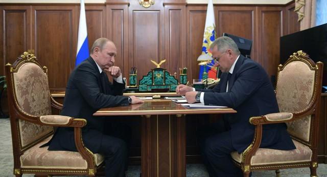 7 Đại tá, 2 Anh hùng Nga thiệt mạng, Tổng thống Putin yêu cầu điều tra tàu ngầm cháy bất thường - Ảnh 1.