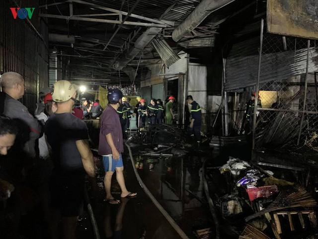 Gia Lai: Cháy chợ trong đêm, hàng loạt ki ốt bị thiêu rụi - Ảnh 4.