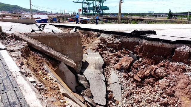 Hiện trường vụ sập đường tại Thanh Hóa khiến 5 người thương vong - Ảnh 2.