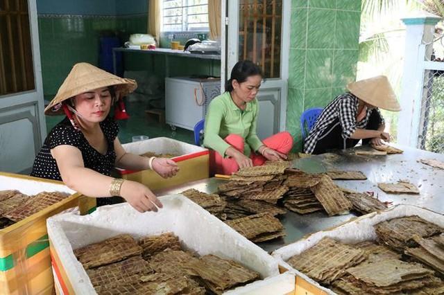 Độc đáo khô cá sấu ở An Giang - Ảnh 3.