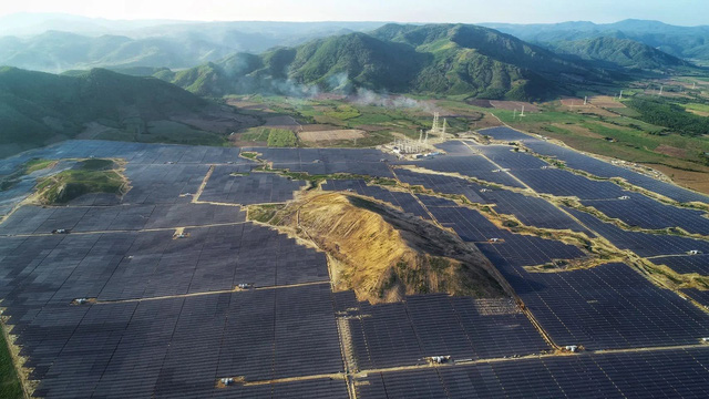 Tập đoàn công nghiệp lâu đời nhất của Thái Lan đầu tư lớn vào ngành năng lượng tái tạo của Việt Nam, chính thức đưa hai nhà máy điện mặt trời lớn nhất Đông Nam Á vào hoạt động - Ảnh 2.