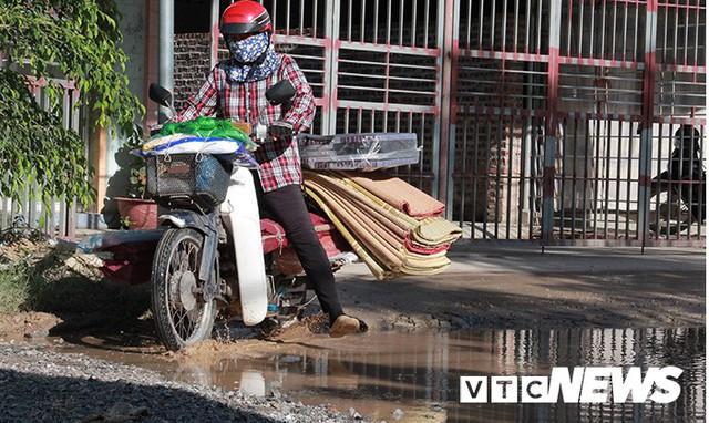 Ảnh: Cận cảnh tuyến đường biến thành đầm lầy, bẫy người đi đường nhiều năm ở Hải Phòng - Ảnh 12.