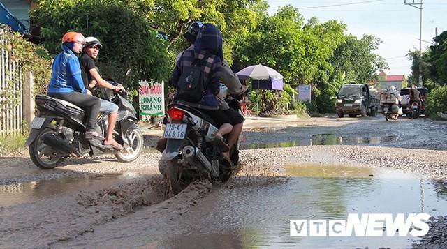 Ảnh: Cận cảnh tuyến đường biến thành đầm lầy, bẫy người đi đường nhiều năm ở Hải Phòng - Ảnh 9.