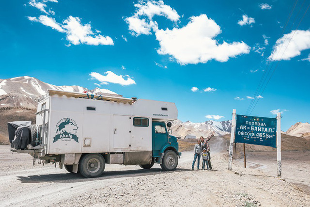 Gia đình nhỏ 3 người đi du lịch khắp nơi ở trên chiếc xe tải nhỏ, xem xong dân tình chỉ biết thốt lên: Cuộc đời tự do số 1 chính là thế này đây! - Ảnh 19.