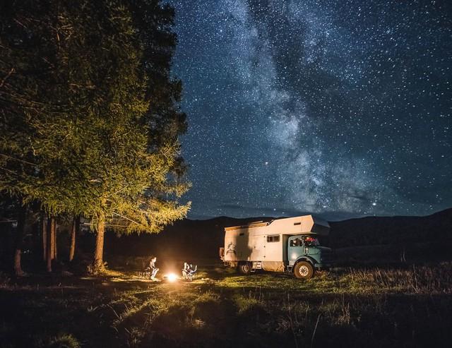 Gia đình nhỏ 3 người đi du lịch khắp nơi ở trên chiếc xe tải nhỏ, xem xong dân tình chỉ biết thốt lên: Cuộc đời tự do nhất là thế này đây! - Ảnh 11.