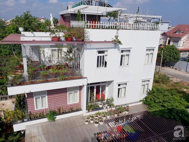 Sở hữu sân thượng rộng đến 200m², mẹ đảm ở Sài Gòn khiến nhiều người bất ngờ với trang trại rau quả tự trồng - Ảnh 1.