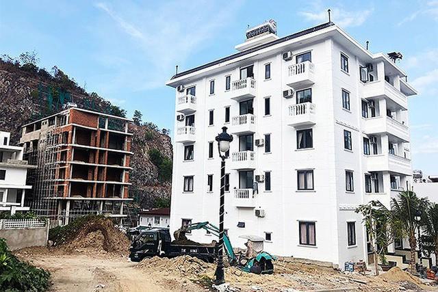 Cắt ngọn hàng chục biệt thự xây trái phép ở Nha Trang - Ảnh 1.