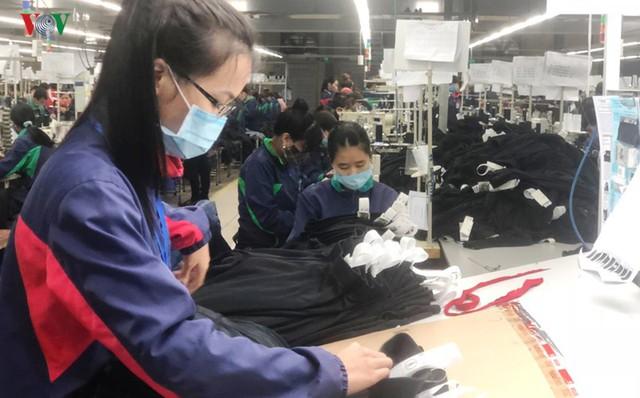 Gỡ điểm nghẽn ngành dệt may từ công nghiệp hỗ trợ dệt, nhuộm - Ảnh 1.