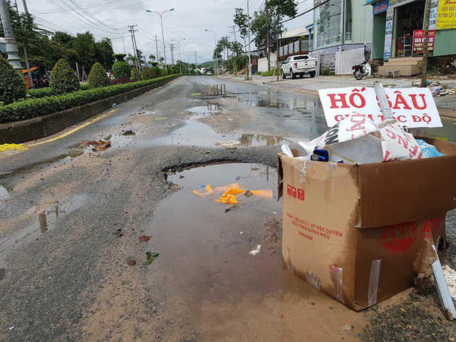 Đường trên đảo Phú Quốc bị tàn phá nghiêm trọng sau trận lụt lịch sử  - Ảnh 2. Đường trên đảo phú quốc bị tàn phá nghiêm trọng sau trận lụt lịch sử Đường trên đảo Phú Quốc bị tàn phá nghiêm trọng sau trận lụt lịch sử photo 1 1565661298496334819652