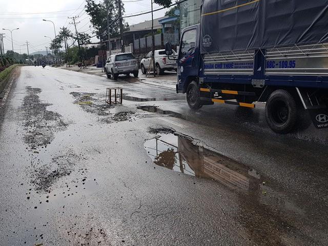 Đường trên đảo Phú Quốc bị tàn phá nghiêm trọng sau trận lụt lịch sử  - Ảnh 3. Đường trên đảo phú quốc bị tàn phá nghiêm trọng sau trận lụt lịch sử Đường trên đảo Phú Quốc bị tàn phá nghiêm trọng sau trận lụt lịch sử photo 2 15656612984991860939108