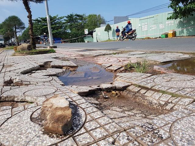 Đường trên đảo Phú Quốc bị tàn phá nghiêm trọng sau trận lụt lịch sử  - Ảnh 5. Đường trên đảo phú quốc bị tàn phá nghiêm trọng sau trận lụt lịch sử Đường trên đảo Phú Quốc bị tàn phá nghiêm trọng sau trận lụt lịch sử photo 4 1565661298501549282692