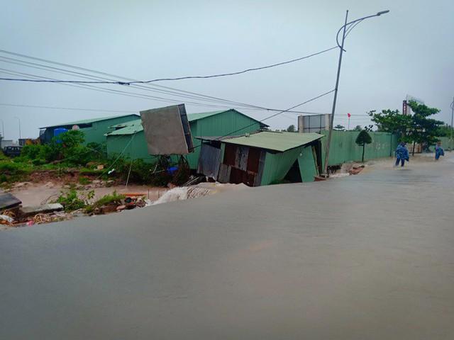 Đường trên đảo Phú Quốc bị tàn phá nghiêm trọng sau trận lụt lịch sử  - Ảnh 9. Đường trên đảo phú quốc bị tàn phá nghiêm trọng sau trận lụt lịch sử Đường trên đảo Phú Quốc bị tàn phá nghiêm trọng sau trận lụt lịch sử photo 8 15656612985061704940918