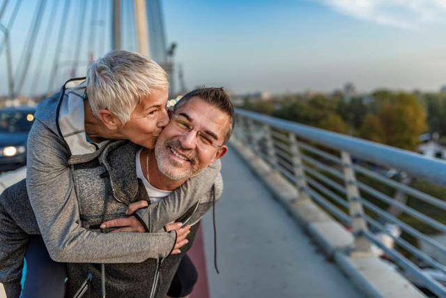 Chuyện thật như đùa: Bạn có thể trẻ khỏe, sống lâu hơn nhờ tự… đánh lừa số tuổi của chính mình - Ảnh 2.