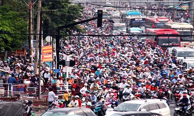 TS. Vũ Thành Tự Anh chia sẻ nguồn cảm hứng cho dự án khoa học nhận tài trợ của Vingroup: Thành phố Hồ Chí Minh rất thông minh, nhưng đi đường không nổi! - Ảnh 1.