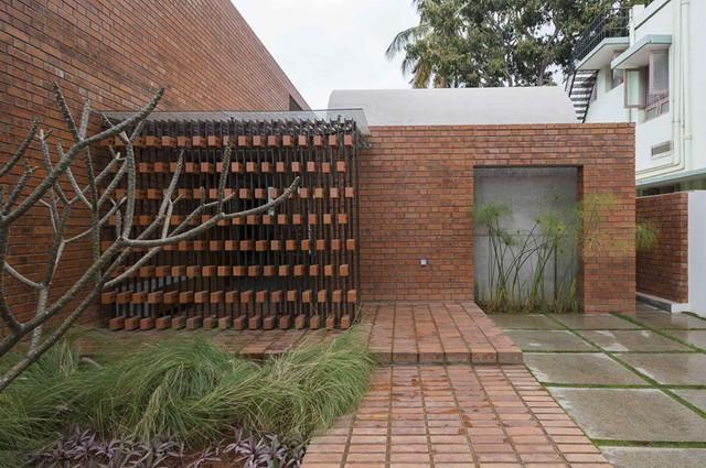 Bỏ quên nắng nóng sau lưng với ngôi nhà bằng gạch nung - Ảnh 3.