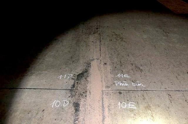 Đường băng sân bay Nội Bài toang hoác, trồi bùn: Có tiền không được sửa? - Ảnh 11.