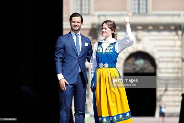 """Công nương Sofia: Từ nàng mẫu chụp ảnh """"mát mẻ"""" cho tạp chí đàn ông đến biểu tượng thời trang thanh lịch bậc nhất Hoàng gia Thụy Điển - Ảnh 18."""