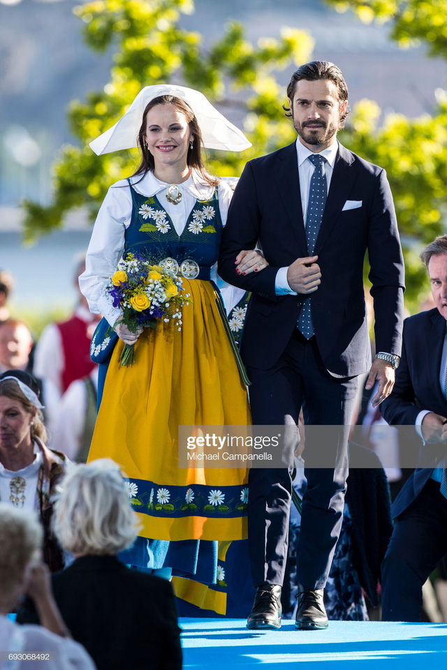 """Công nương Sofia: Từ nàng mẫu chụp ảnh """"mát mẻ"""" cho tạp chí đàn ông đến biểu tượng thời trang thanh lịch bậc nhất Hoàng gia Thụy Điển - Ảnh 20."""