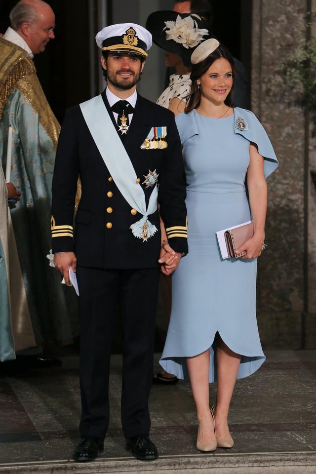 """Công nương Sofia: Từ nàng mẫu chụp ảnh """"mát mẻ"""" cho tạp chí đàn ông đến biểu tượng thời trang thanh lịch bậc nhất Hoàng gia Thụy Điển - Ảnh 6."""