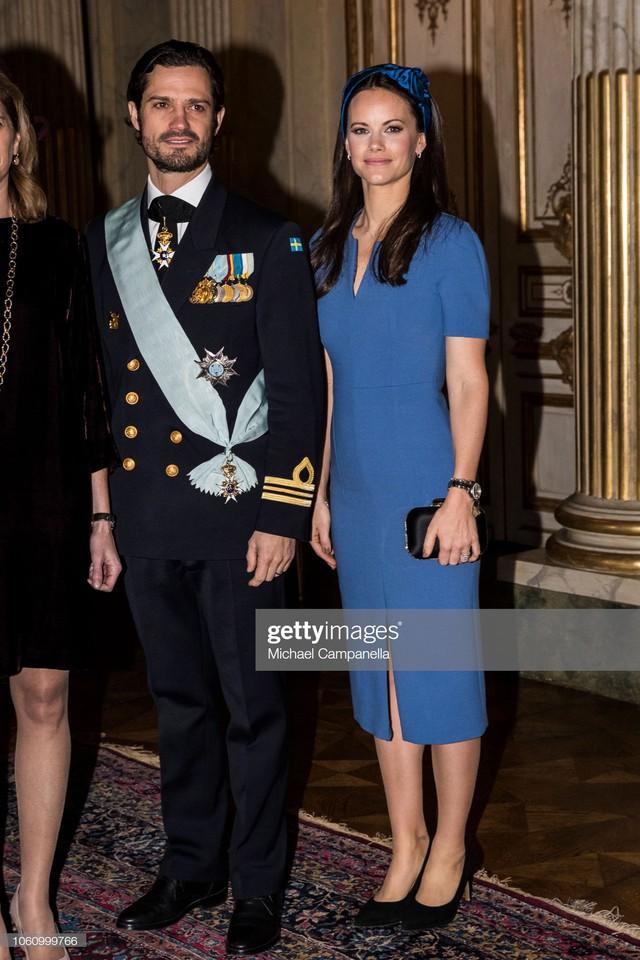 """Công nương Sofia: Từ nàng mẫu chụp ảnh """"mát mẻ"""" cho tạp chí đàn ông đến biểu tượng thời trang thanh lịch bậc nhất Hoàng gia Thụy Điển - Ảnh 7."""