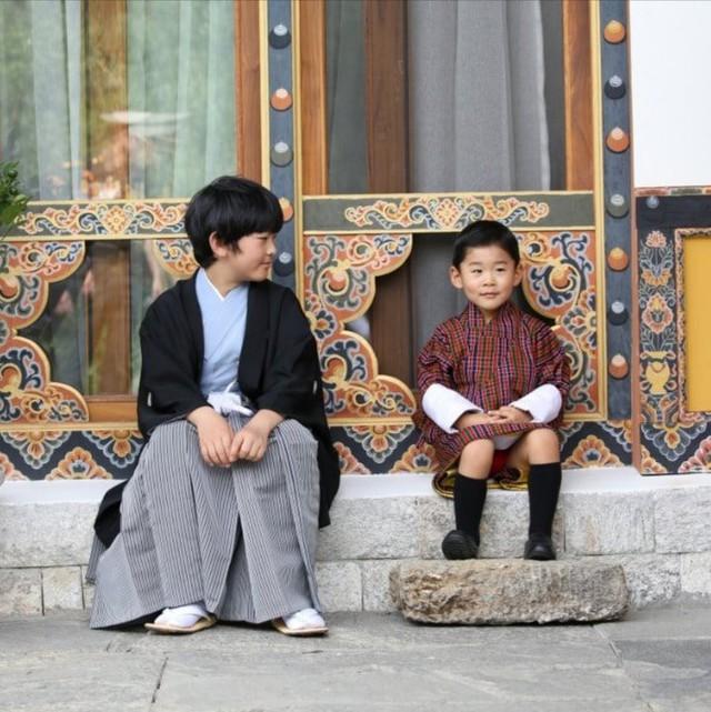 Hoàng hậu Bhutan đọ sắc Thái tử phi Nhật Bản nhưng 2 Hoàng tử nhỏ mới là tâm điểm chú ý, khiến người dùng mạng rần rần - Ảnh 7.