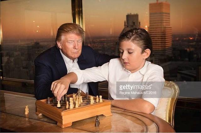 Donald Trump và tình yêu làm cha ở tuổi 60 dành cho cậu con trai út  - Ảnh 2.