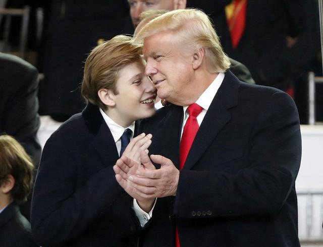 Donald Trump và tình yêu làm cha ở tuổi 60 dành cho cậu con trai út  - Ảnh 3.