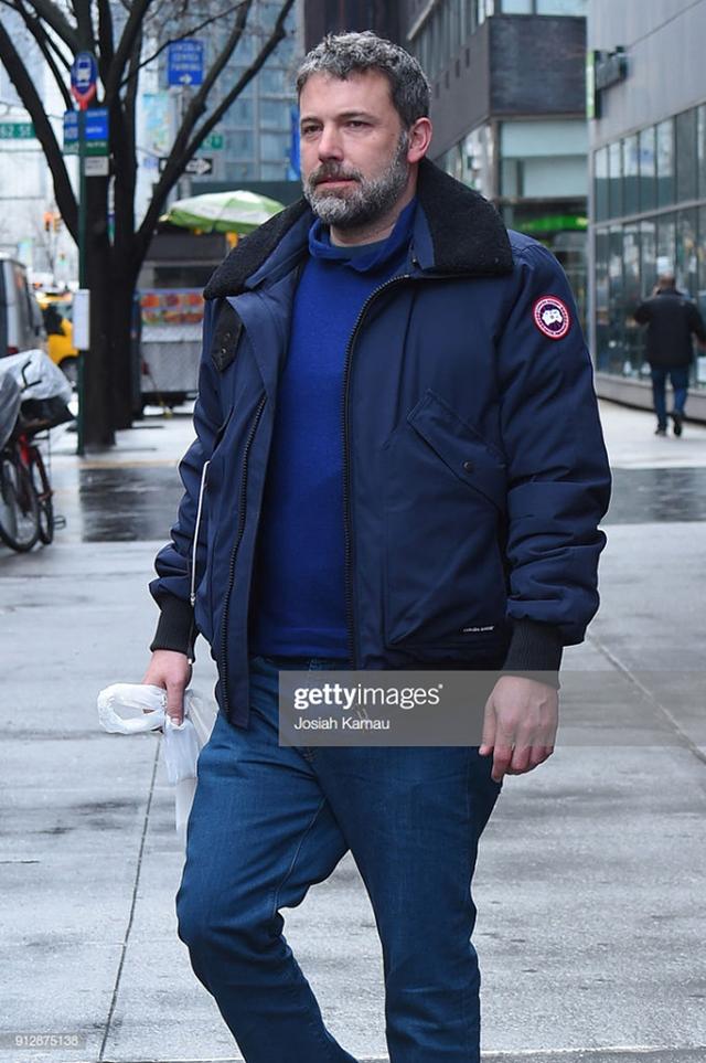 Bỏ giấc mơ viết lách vì thiếu tiền, anh chàng này đưa thương hiệu áo khoác con ghẻ quốc dân thành ngỗng đẻ trứng vàng, được giới Hollywood tin dùng - Ảnh 10.