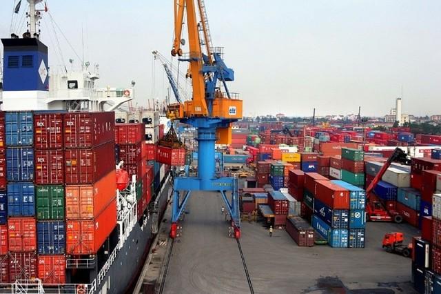 Xuất khẩu tăng nhờ thương chiến Mỹ - Trung, Việt Nam tắc cảng, ngành logistics chịu áp lực lớn - Ảnh 1.