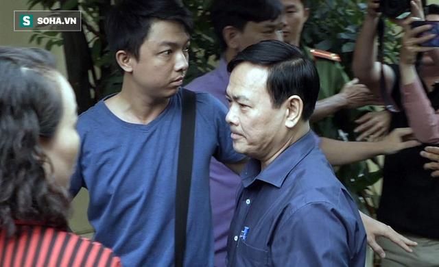 Ông Nguyễn Hữu Linh hầu tòa lần 2, không còn chạy trốn phóng viên như phiên xử trước - Ảnh 1.