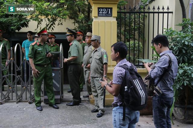 Ông Nguyễn Hữu Linh hầu tòa lần 2, không còn chạy trốn phóng viên như phiên xử trước - Ảnh 2.