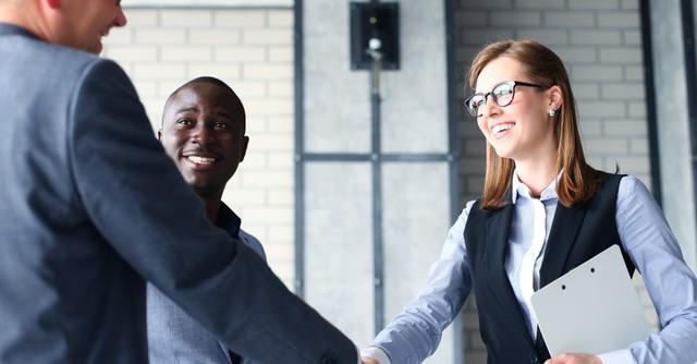 Được sếp yêu quý chưa chắc đã bằng được sếp tin tưởng và đây là 16 cách giúp người đi làm có được điều đáng quý này - Ảnh 1.