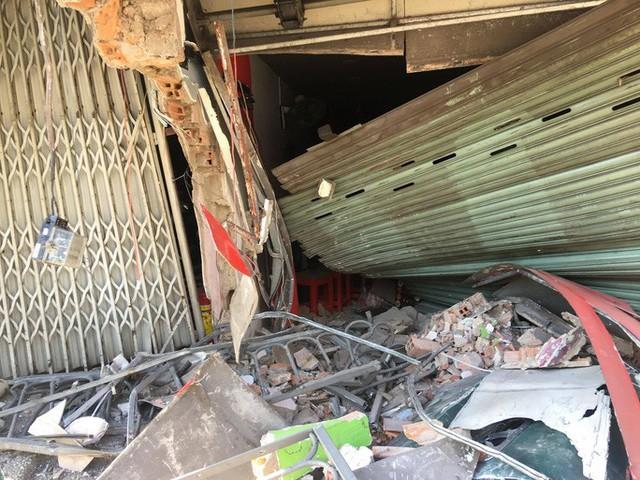 [CLIP] - Hiện trường xe container lao vào nhà dân gần ngã tư Phú Nhuận  - Ảnh 2.