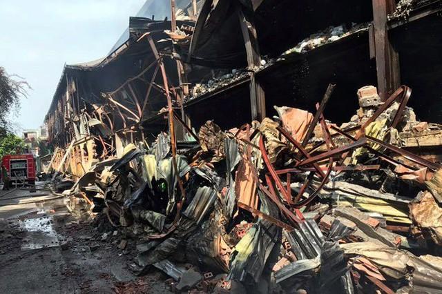 Cảnh hoang tàn sau vụ cháy Công ty bóng đèn phích nước Rạng Đông - Ảnh 2.