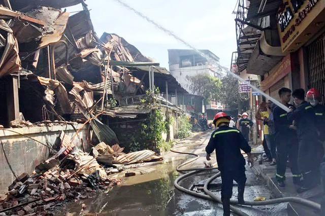 Cảnh hoang tàn sau vụ cháy Công ty bóng đèn phích nước Rạng Đông - Ảnh 3.
