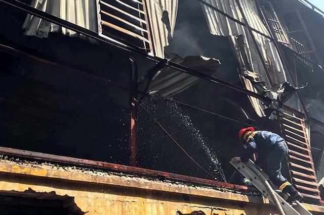 Cảnh hoang tàn sau vụ cháy Công ty bóng đèn phích nước Rạng Đông - Ảnh 4.