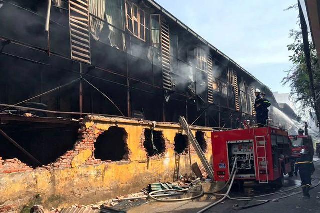 Cảnh hoang tàn sau vụ cháy Công ty bóng đèn phích nước Rạng Đông - Ảnh 5.