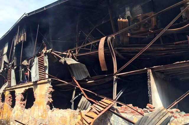 Cảnh hoang tàn sau vụ cháy Công ty bóng đèn phích nước Rạng Đông - Ảnh 6.