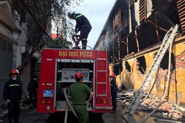 Cảnh hoang tàn sau vụ cháy Công ty bóng đèn phích nước Rạng Đông - Ảnh 8.