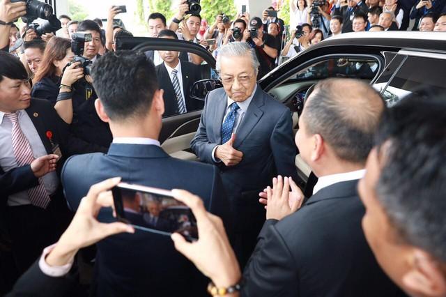 Chủ tịch Vingroup tiết lộ tốc độ gây sốc của Thủ tướng 94 tuổi lái xe Vinfast: 120 km/h - Ảnh 2.