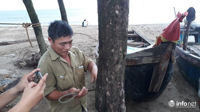 """TP. Sầm Sơn: Bão áp sát bờ, nhiều du khách vẫn """"vô tư"""" tắm biển - Ảnh 2."""