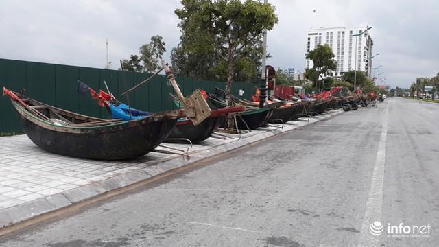 """TP. Sầm Sơn: Bão áp sát bờ, nhiều du khách vẫn """"vô tư"""" tắm biển - Ảnh 3."""