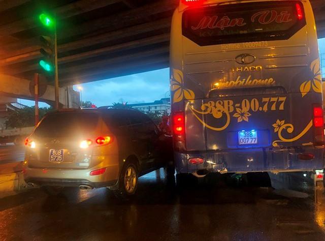 Đường Hà Nội ngập nước, ùn tắc trong chiều 30/8 - Ảnh 9.