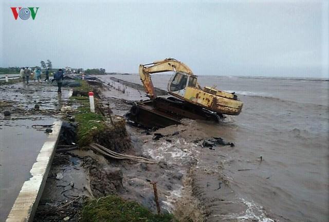 Hiện trường sau cơn thủy triều khủng khiếp tại Cà Mau - Ảnh 16.