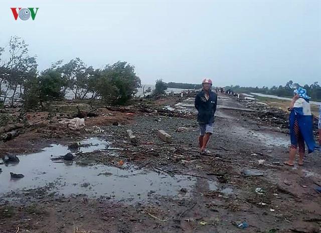 Hiện trường sau cơn thủy triều khủng khiếp tại Cà Mau - Ảnh 7.
