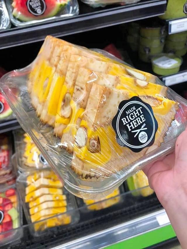 Dân mạng lác mắt với cách bổ mít kỳ quặc ở siêu thị nước ngoài, để nguyên vỏ lẫn cùi, nhìn không khác miếng dưa hấu - Ảnh 2.
