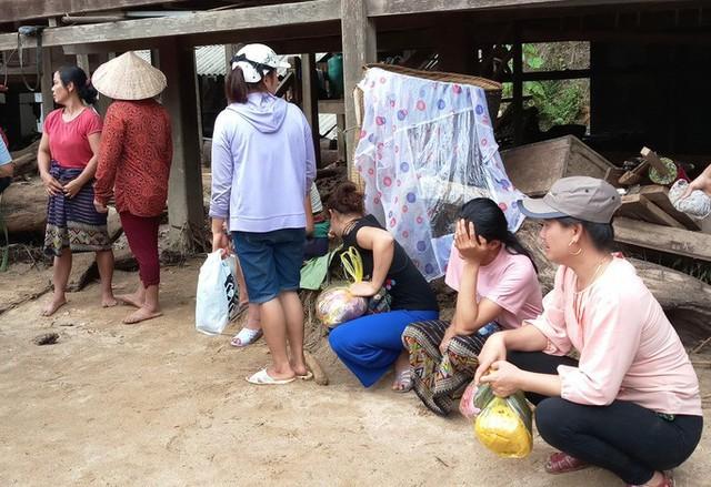 Cận cảnh bản làng tan hoang nơi 17 người bị lũ dữ cuốn trôi, 12 người mất tích  - Ảnh 8.
