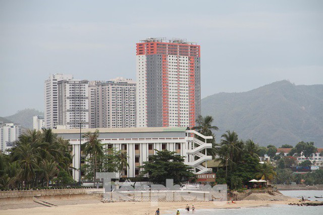 Cao ốc, khách sạn chọc trời đua nhau che mặt biển Nha Trang - Ảnh 3.